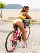 MikeInBrazil ™ presents Giuliana Leme in Ride It