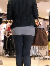 Hot chunky rump nubiles in yoga pants!