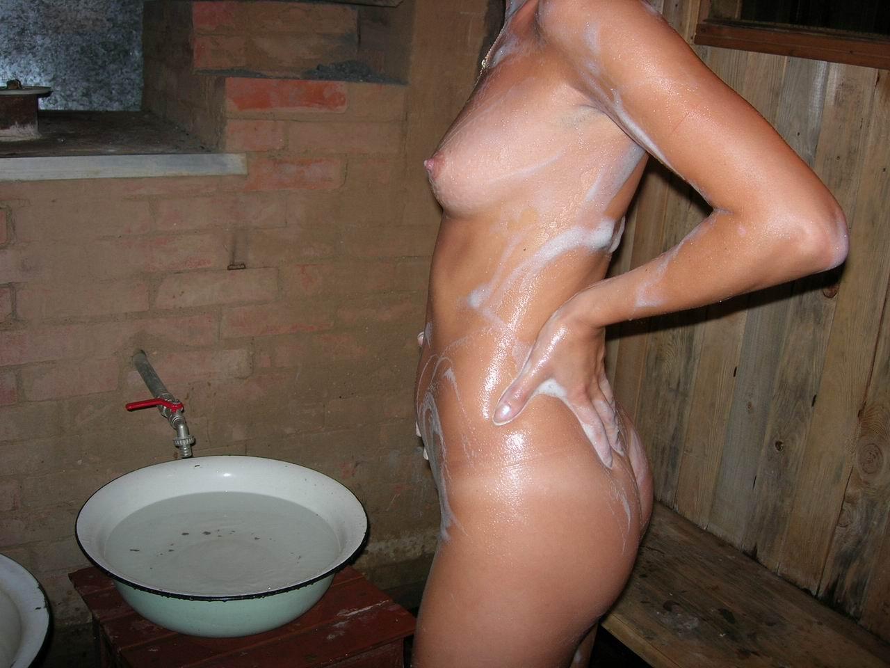 Тети моются фото, Девушки в душе -фото. Голые девушки моются в душе 18 фотография